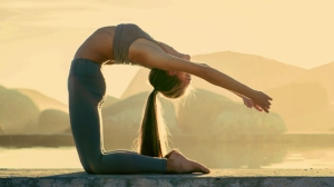 woman_ponytail_yoga